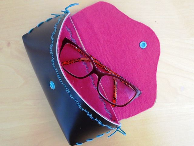 Brillenetui mit Brille