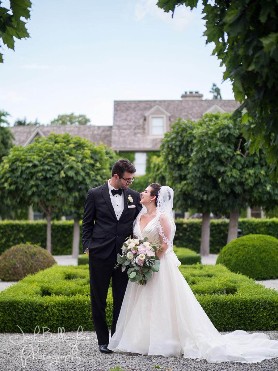 Bride And Groom In Beautiful Wedding Venue Niagara Parks Botanical Gardens In Niagara Fa Niagara Wedding Niagara Wedding Photographer Beautiful Wedding Venues