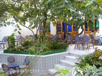 La Grande Mosquée (5me) | beautiful building and gardens ...