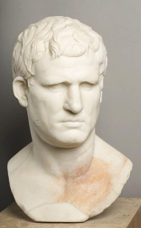 Agrippa  Vers 25 - 24 avant J.-C.  Gabies  Marbre  46 H  Ancienne Collection Borghèse. Achat, 1807  Époux de Julie fille d'Auguste (27 avant J.-C. - 14 après J.-C.)  Inventaire MR 402 (n° usuel Ma 1208)