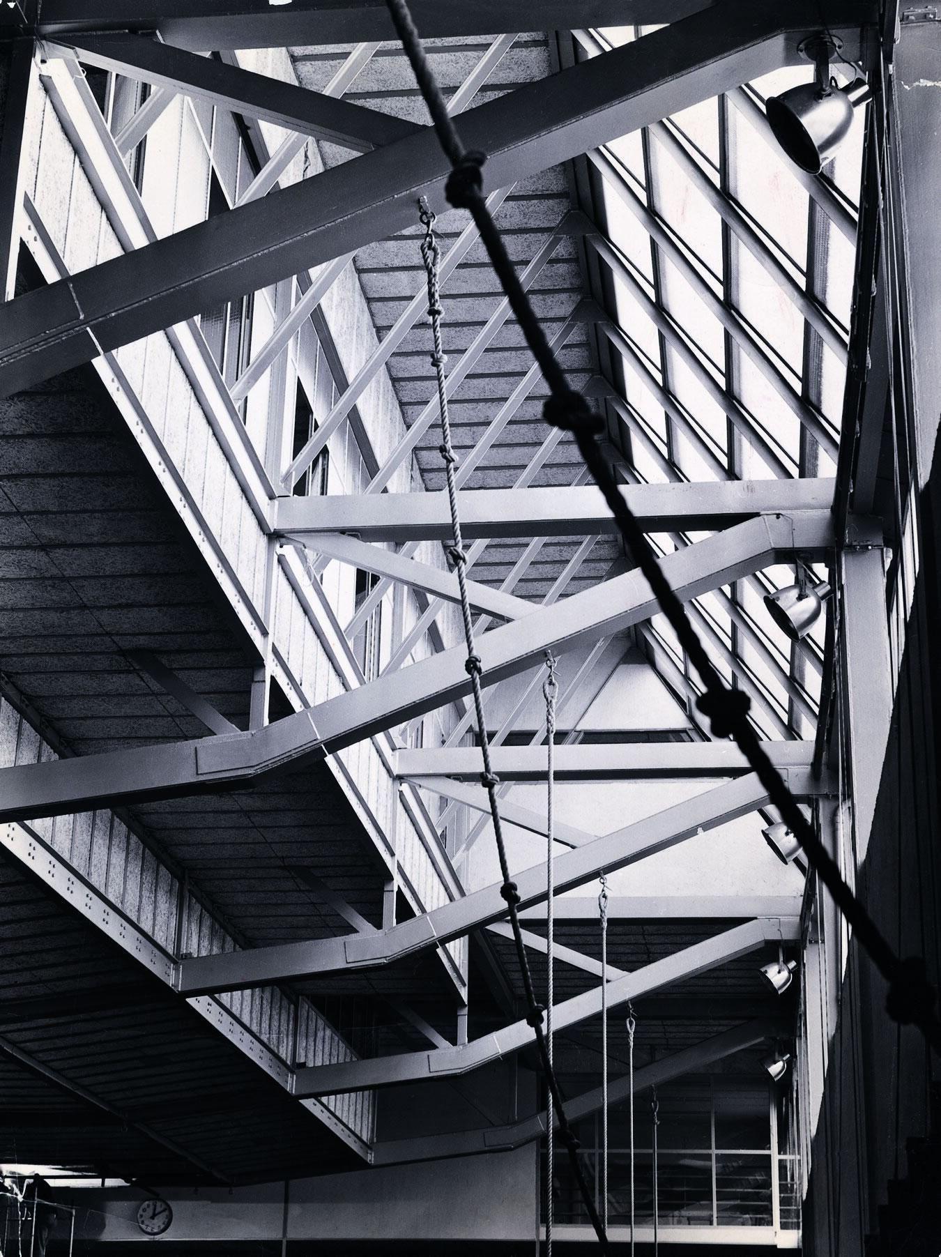 Galería - Clásicos de Arquitectura: Gimnasio Maravillas / Alejandro de la Sota - 24