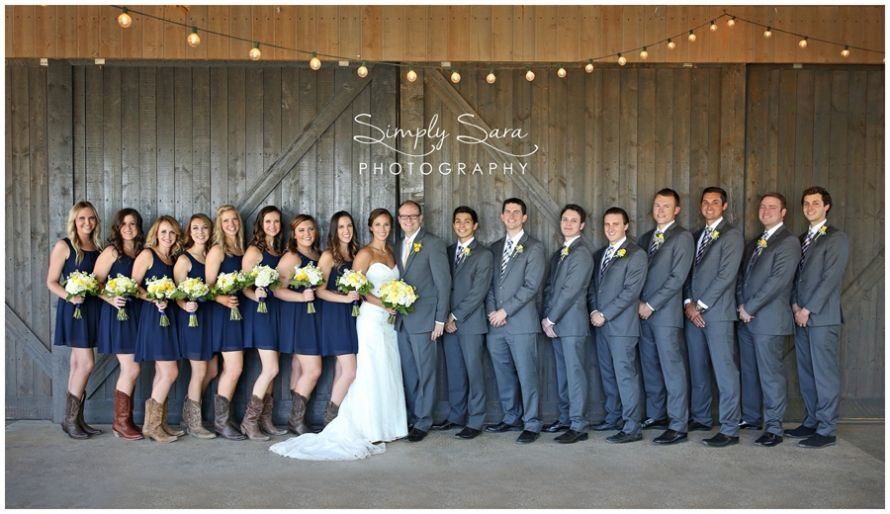 Rustic Wedding Photo Ideas & Poses for the Bridal Party - Large ...