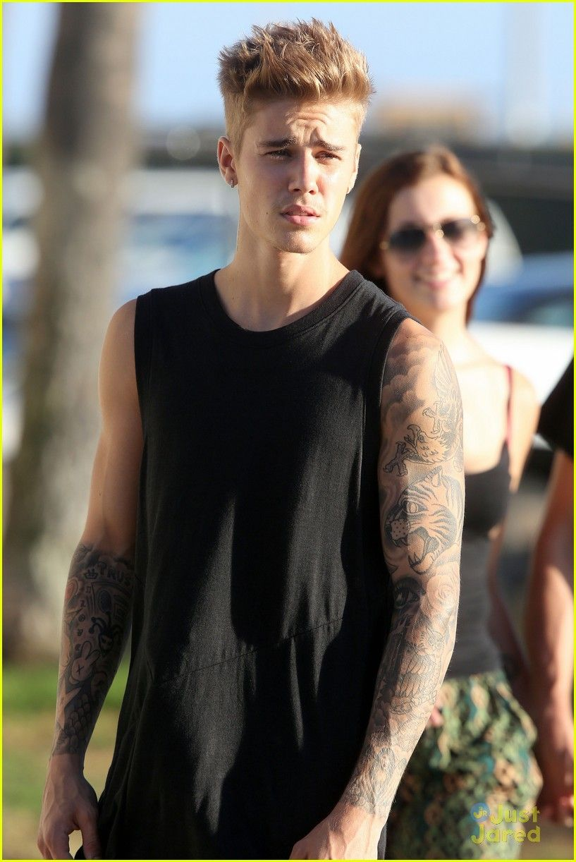 Justin Bieber shows off his skateboarding skills during a break from filming Killing Hasselhoff on Monday afternoon (September 23) in Venice Beach, Calif.