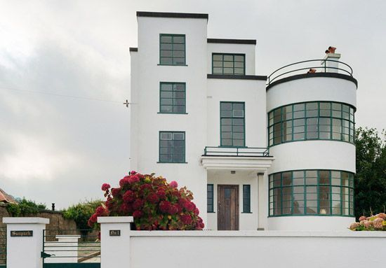 back on the market melville aubindesigned sunpark 1930s art deco property in brixham devon is part of Art deco buildings - Back on the market Melville Aubindesigned Sunpark 1930s art deco property in Brixham, Devon artDeco House