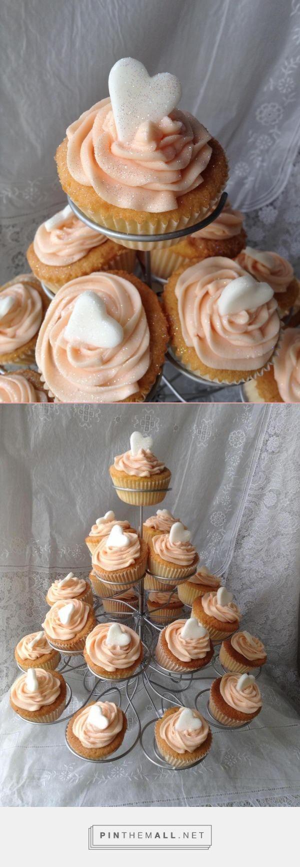 Pretty party cupcakes, vanilla. peach butter cream ...
