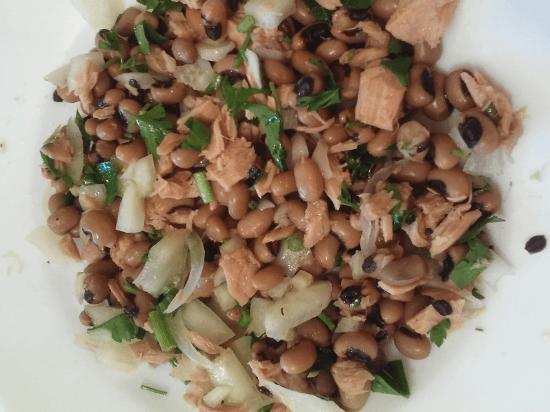 Una receta sana y fácil de preparar. Judias carillas con atún. Prueba este plato diferente.