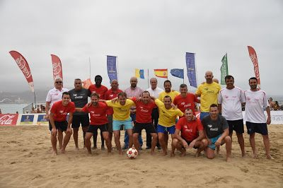 Tiempo De Deporte Espectáculo Del Bueno De Fútbol Playa En Las Canteras Futbol Playa Fútbol Deportes