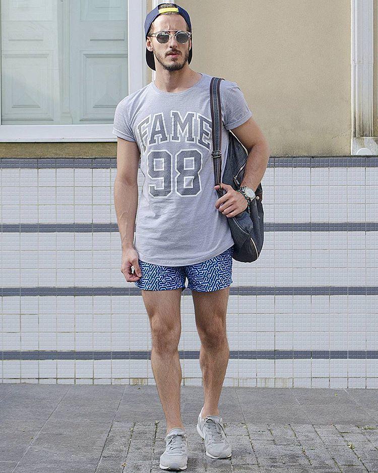 """""""Tarde!  #lookdodia não consigo por calça no verão, só se a ocasião realmente não me permitir shorts, caso contrário prefiro ficar mais confortável!  -…"""""""