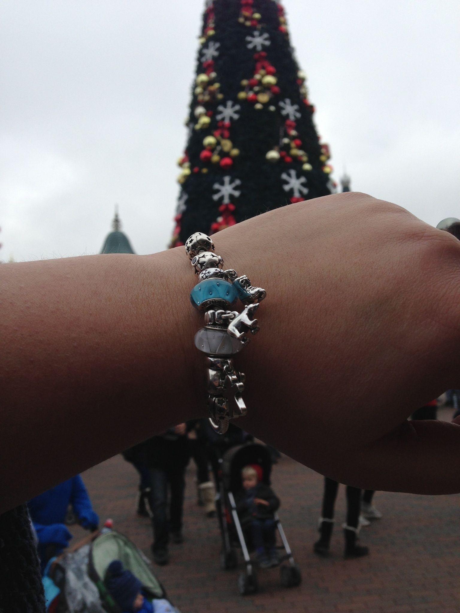 Pandora. Christmas in Disneyland Paris
