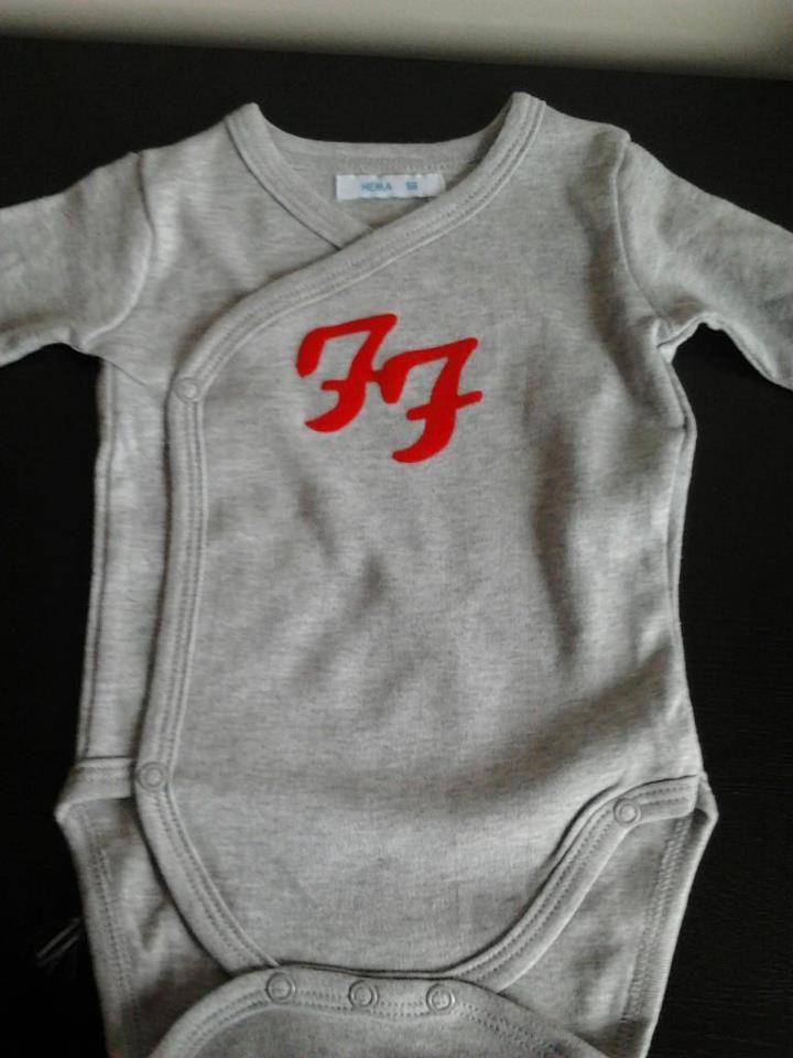 6bca89794 Foo Fighters flock   Foo Fighter Fanatic   Pinterest   Foo Fighters ...