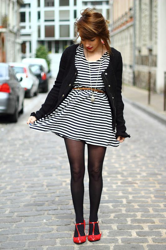 Striped dress with basic black #nylons - loving those red pumps!! Perfect #summer amd #fall outfit :)