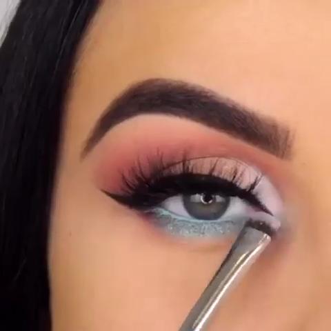 Easy Blue Makeup