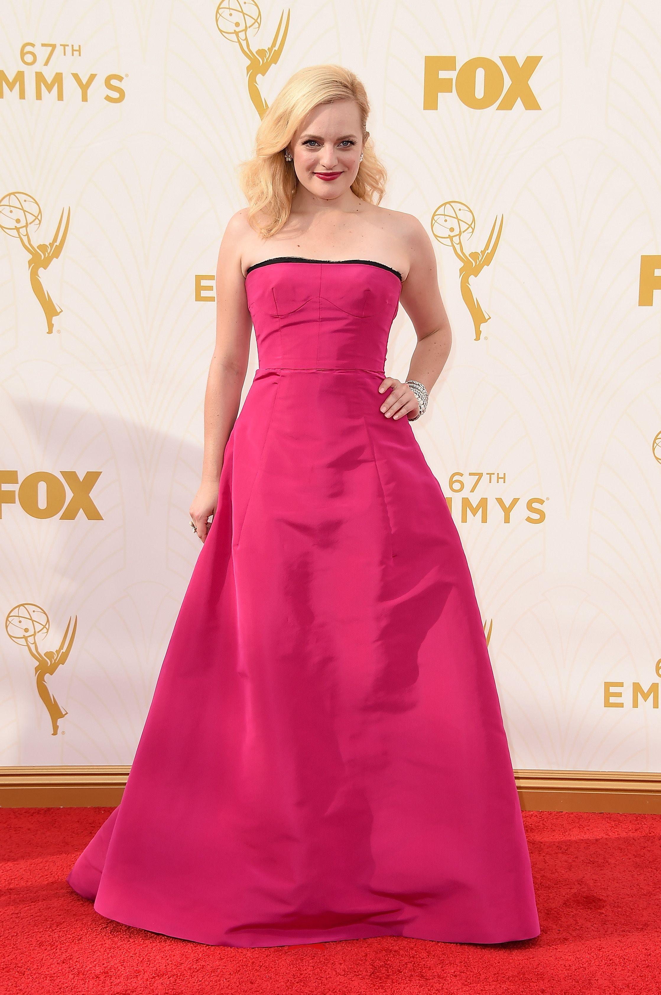 Elisabeth Moss In Oscar de la Renta   - ELLE.com