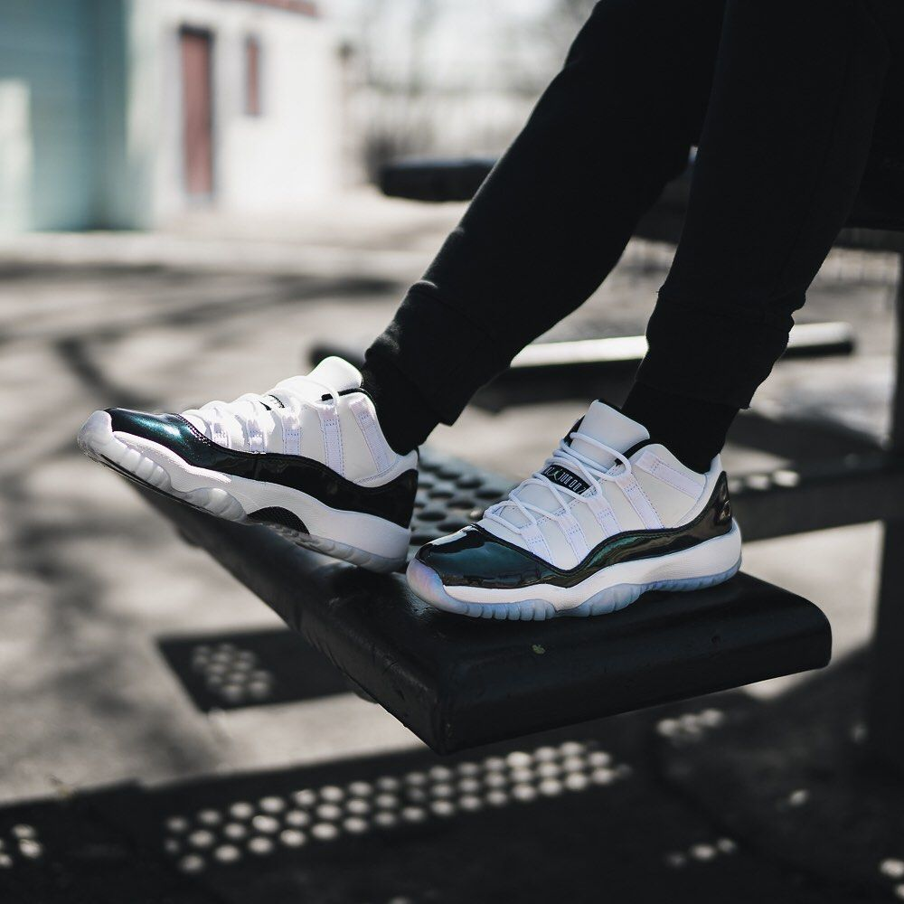 08987bf06a3736 Air Jordan 11 Low « Iridescent »