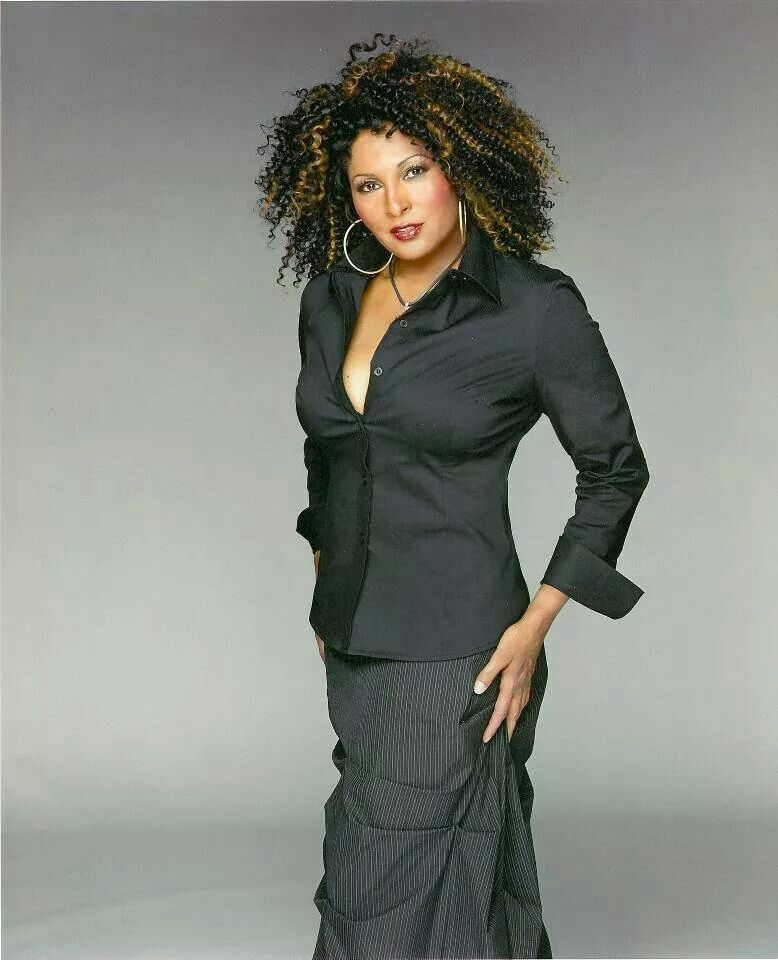 Beautiful Black Actresses Over Fifty 50  Pam Grier -1566