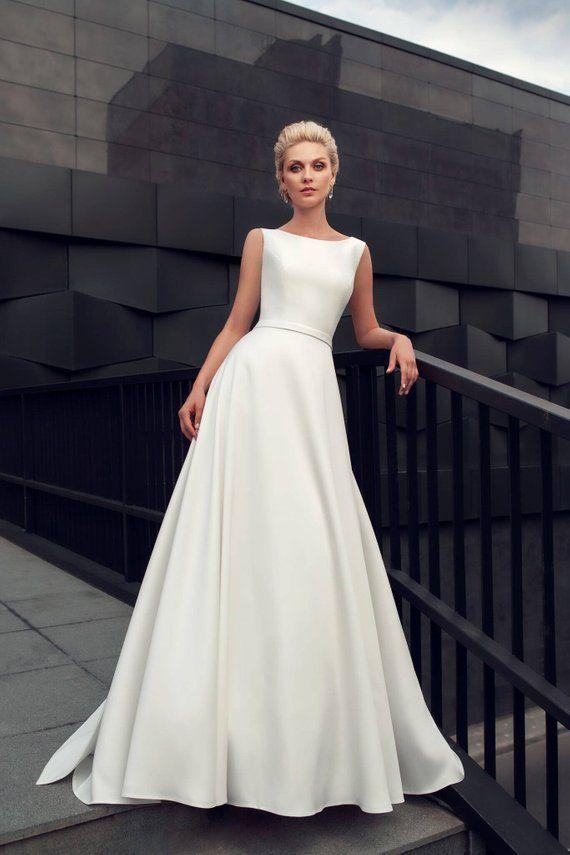 moderne Hochzeitskleid moderne Hochzeitskleid einfache stilvolle elegante Hochzeit lange Zug Hochzeitskleid minimalistische weiße Elfenbein erröten klassische Braut #weddingdresses