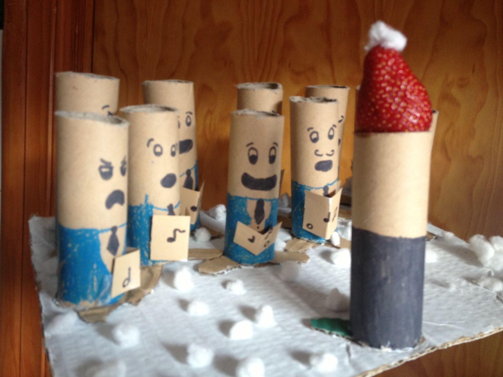 -XMAS CHORUS MADE FROM TOILET PAPER, CEREALS BOX AND COTTON. CONCEIVED BY ALROCOFER, 11 YEARS OLD. -Coro de Navidad realizado con maerial de reciclaje, rollos de papel de cocina o higiénico, cajas de cereales y algododón. Ideado por Alrocofer, 11 años. -COEUR DE NOËL, CRÉE  AVEC MATERIEL DE RECYCLAGE: PAIER TOILET OU ROLEAU CUISINE, BOITE AUX CÈREALS ET COTTON. CONÇU PAR ALROCOFER, 11 ANS.