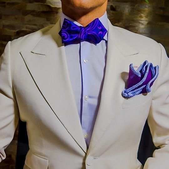 52b3381eed87 Men's elegant style: cream suit, light blue shirt, blue bow tie ...