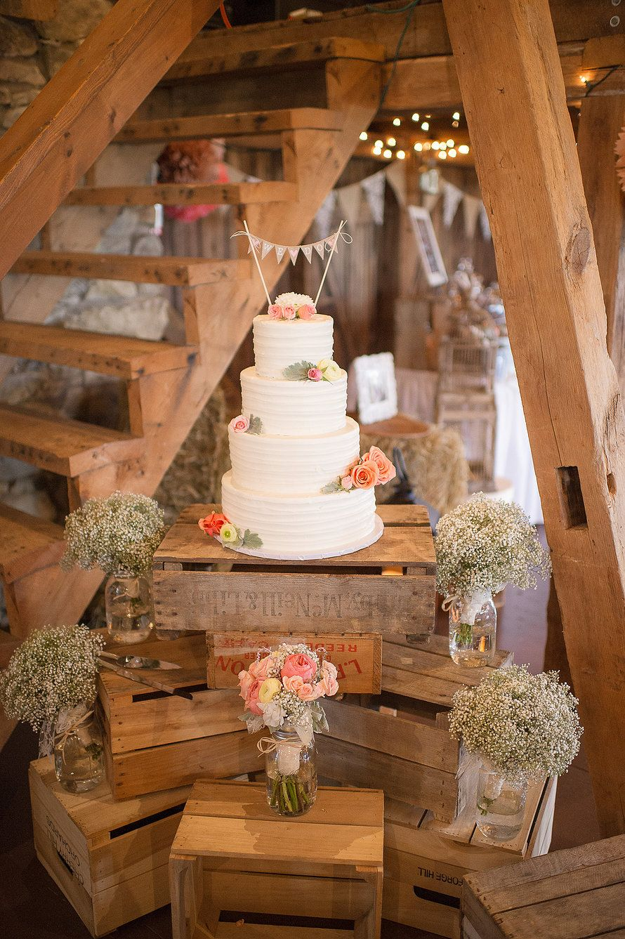 Barn wedding cake table ideas   Inspirational Rustic Barn Wedding Ideas  Rustic wedding cakes