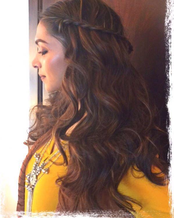 Deepika Padukone Rocks The Athenian Look During Tamasha Promotions Hair Highlights Lehenga Hairstyles Deepika Hairstyles