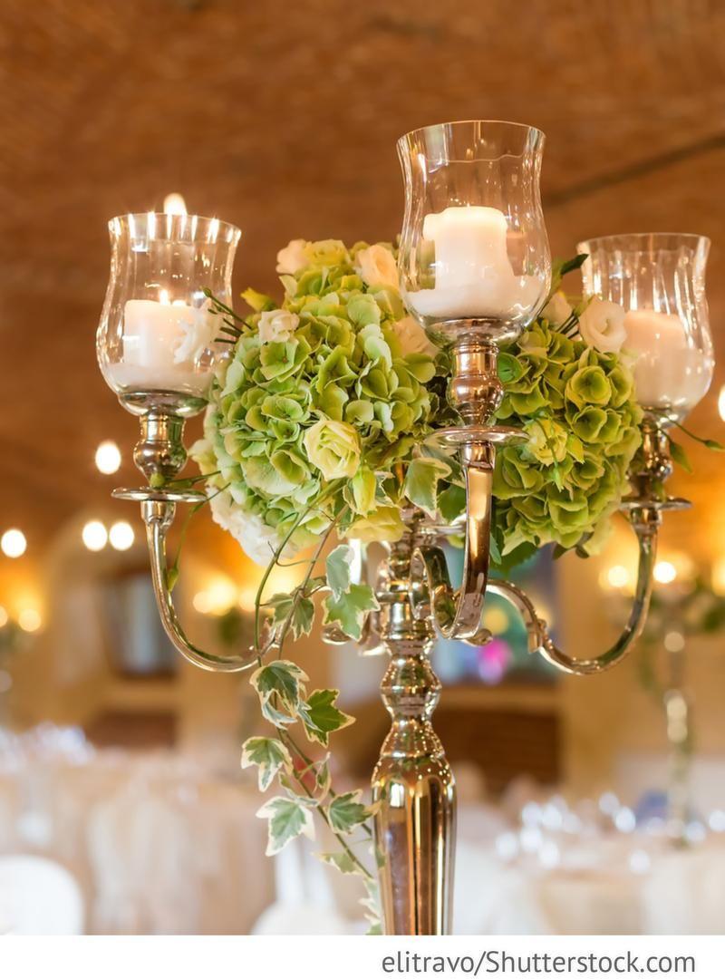 Kerzenstander Auf Den Hochzeitstischen Mit Hortensien Rosen Und