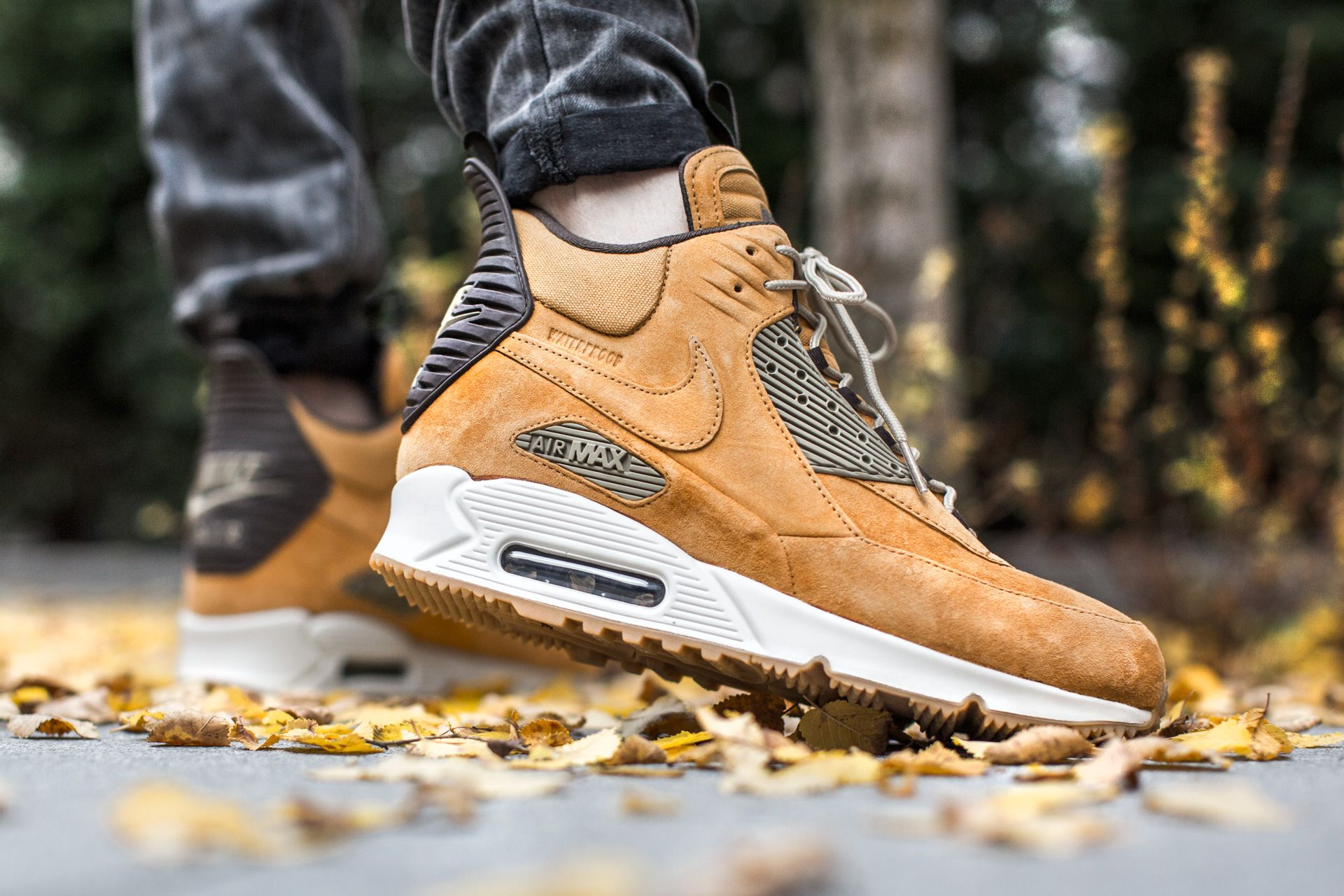womens air max 90 sneakerboot yellow gold