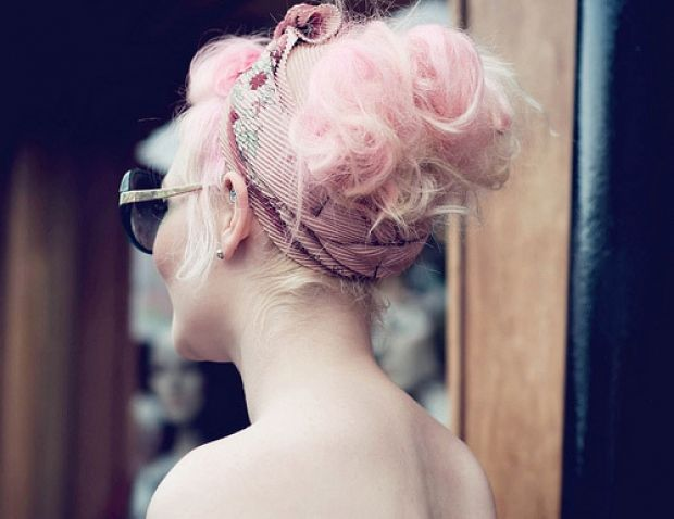 Pale pink hair, I would love to do this, sigh, to be young again :)