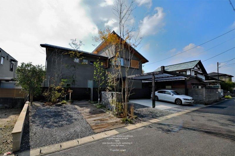 三和木の駐車場庭 窓 眺め シェード 木陰 花壇 坪庭 壁面緑化 マイ