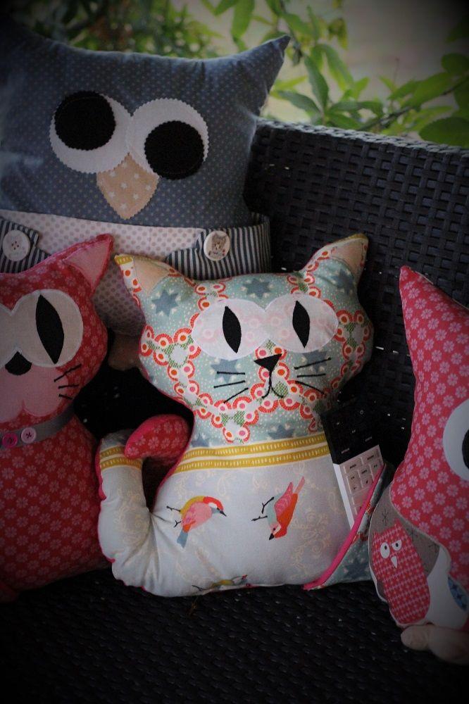 coussin chat range t l commande kit animaux en tissu. Black Bedroom Furniture Sets. Home Design Ideas
