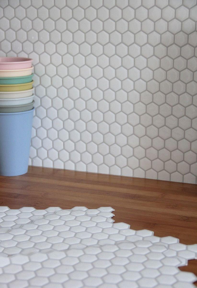 70 Amazing Apartment Friendly Decor Projects Tiles Smart Tiles Adhesive Backsplash