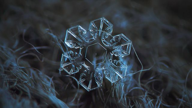 Snowflake macro photo wallpaper, Ultra HD 4K: The core - clear transparent snow flake, glittering on dark blue w… | Photo content: The Keys to December ...