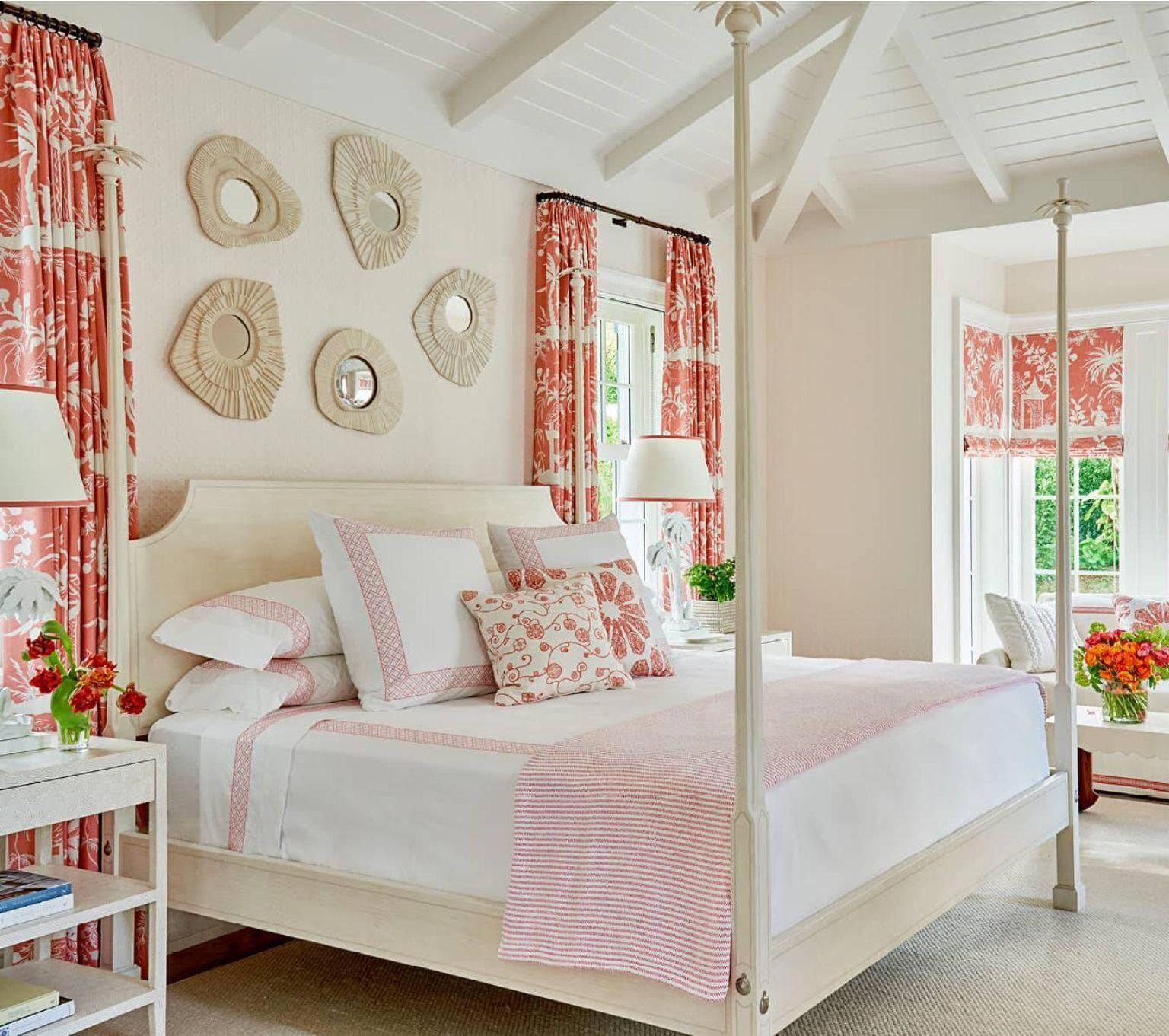 A Colorful Palm Beach Home By Phoebe Howard Beachhousestyleinteriors Beach House Decor