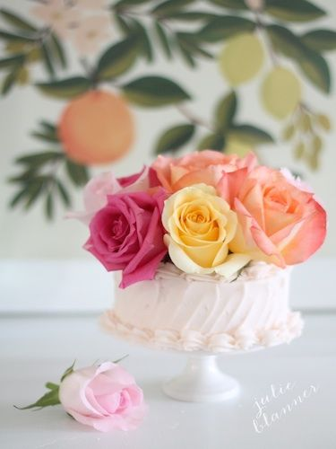 How To Decorate A Cake With Flowers Wedding Cake Fresh Flowers Flower Cake Decorations Fresh Flower Cake