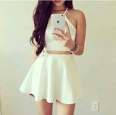 Image via We Heart It https://weheartit.com/entry/166498711/via/19308834 #dress #fashion #hair #iphone #lipstick #outfit #red #skirt