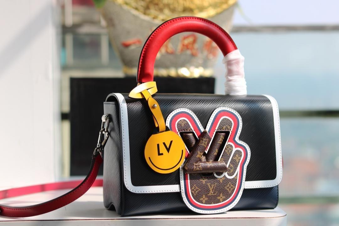 ヴィトン ツイスト エピ フィンガー 新作 Mm モノグラム Finger エピ レザー Lvロック ブラック コピー店舗 Lvバッグ バッグ モノグラム