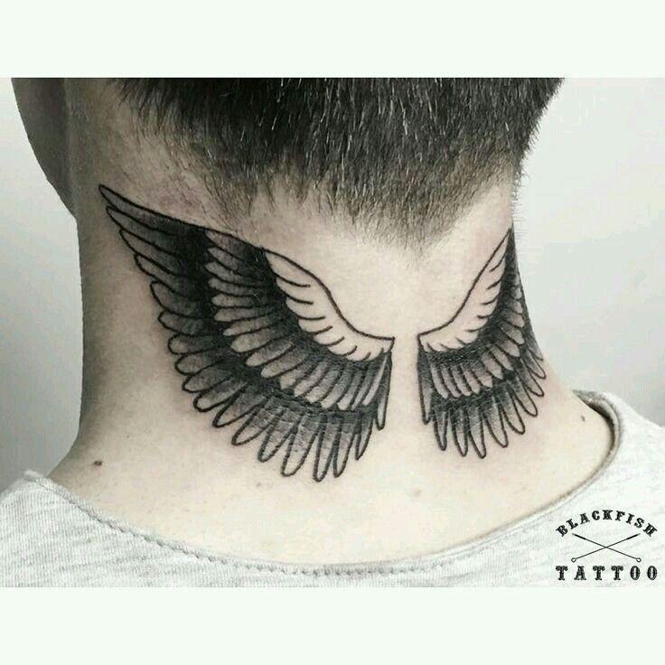 Tattoo Flügel Nacken