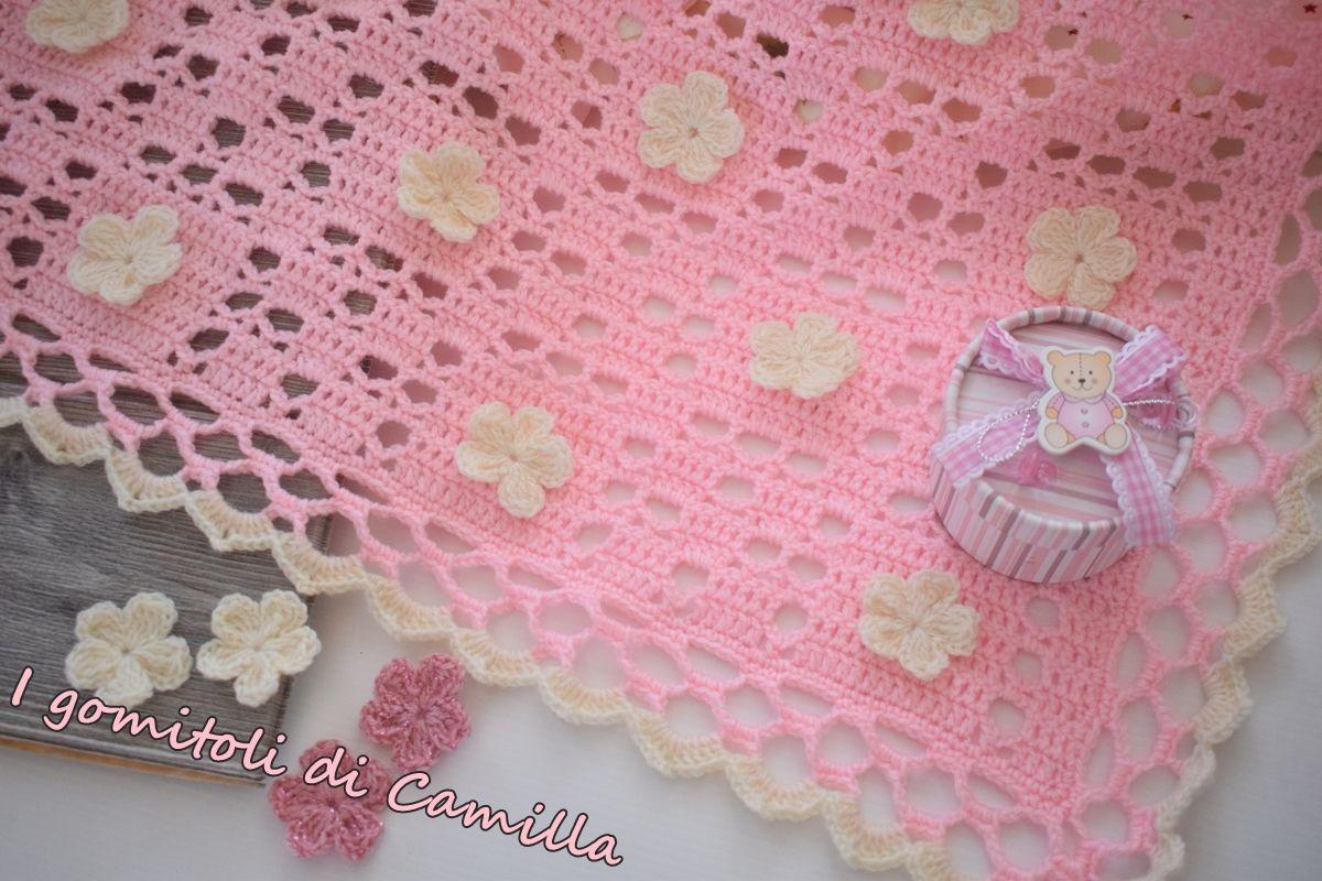 Copertina rosa con bordo di pizzo e fiore i tutoria di cami a