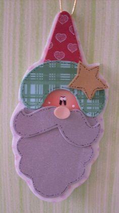Varios adornos de navidad en goma eva con moldes