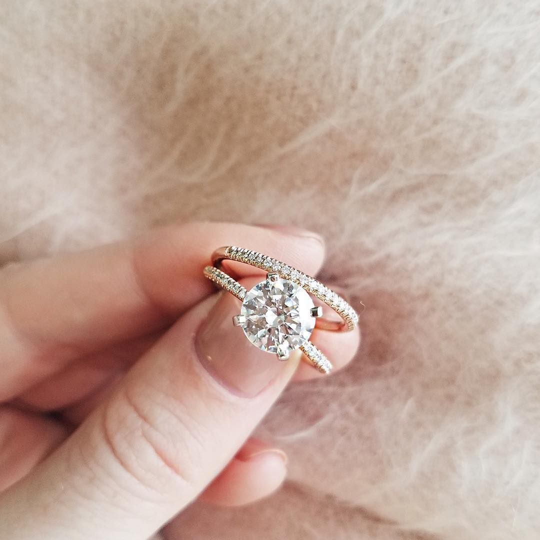19 Round cut engagement ring for classic brides