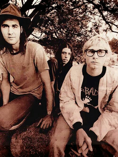 Kurt Looks So Different With Short Hair And Glasses Nirvana Kurt Cobain Nirvana Nirvana Kurt
