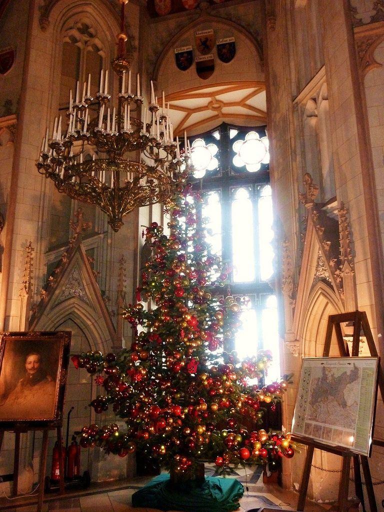 Ein Wintermärchen - Weihnachtsbaum im Schloss,  396   by roba66