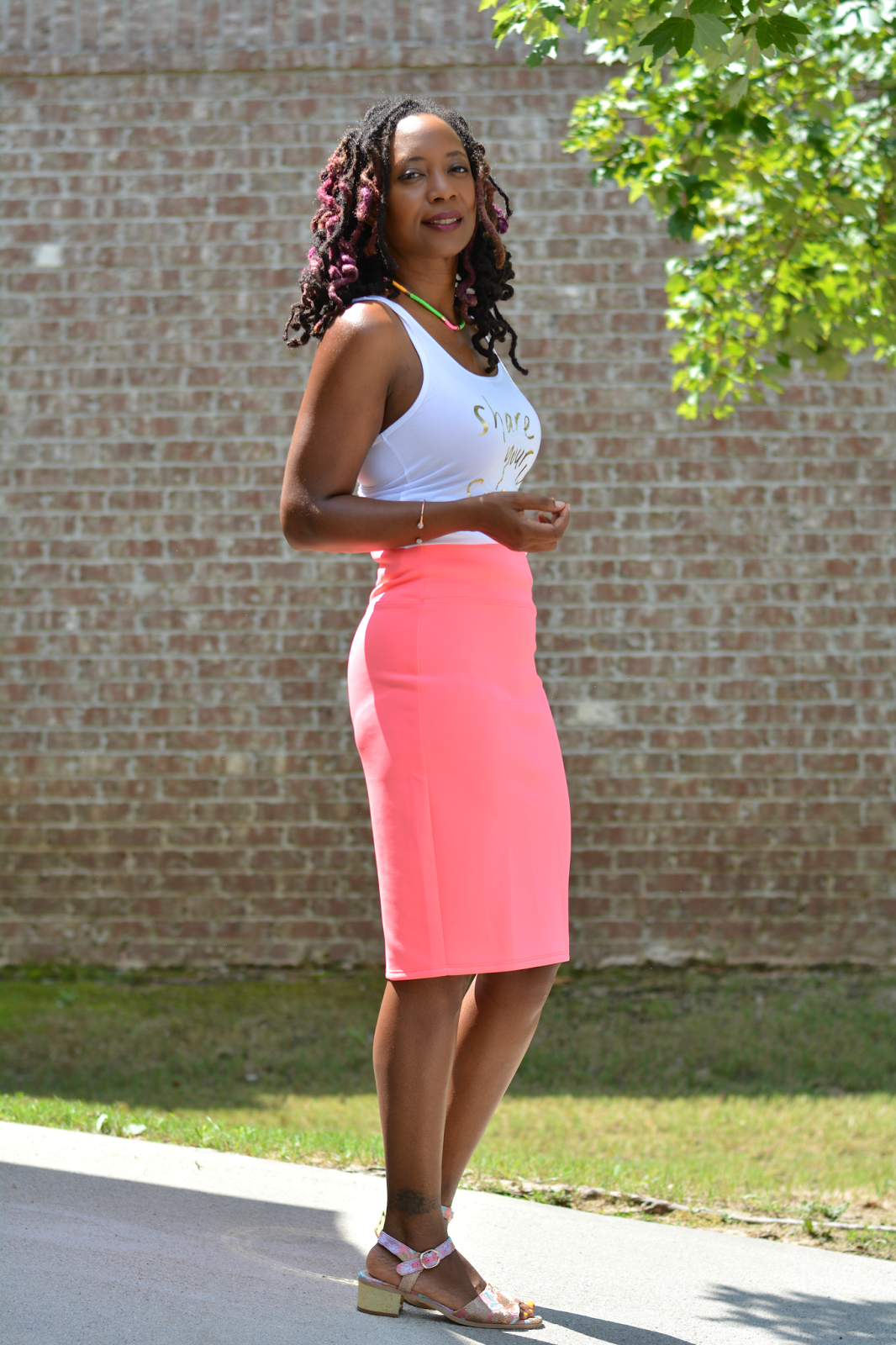 pencil skirt for the casual mom wardrobe, wardrobe basics, mom style, pink tube skirt with graphic statement tee, topshop gold low chunky heel sandals, #aeriepartner, thriftanista in the city