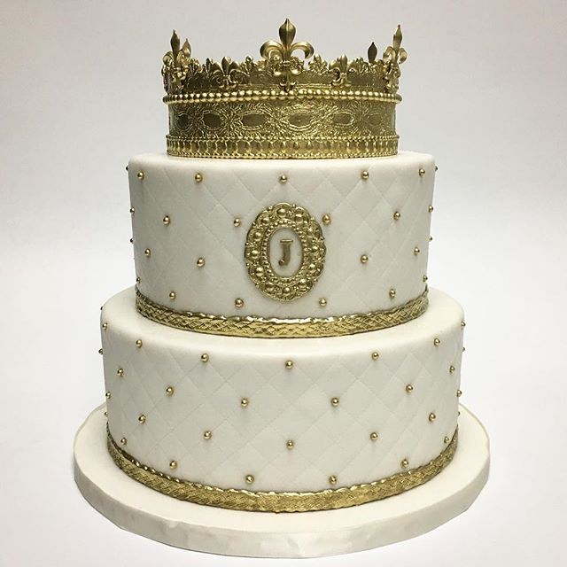 Pleasing Our Signature Crown Cake Celebrating A Big Birthday Personalised Birthday Cards Veneteletsinfo