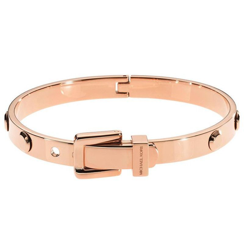 Michael Kors Astor Rose Golden Buckle Bangle Bracelet. An accessory with glamor factor, Genuine city girls will love this stainless steel bracelet in Ros_goldfarben! Occupied with flat rivets, the chi