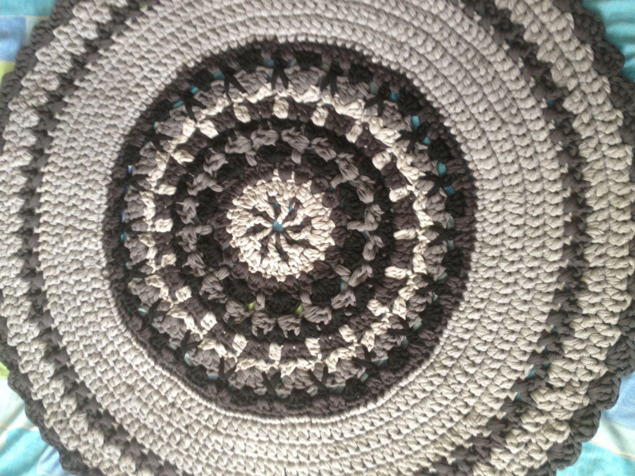 שטיח שחור אפור