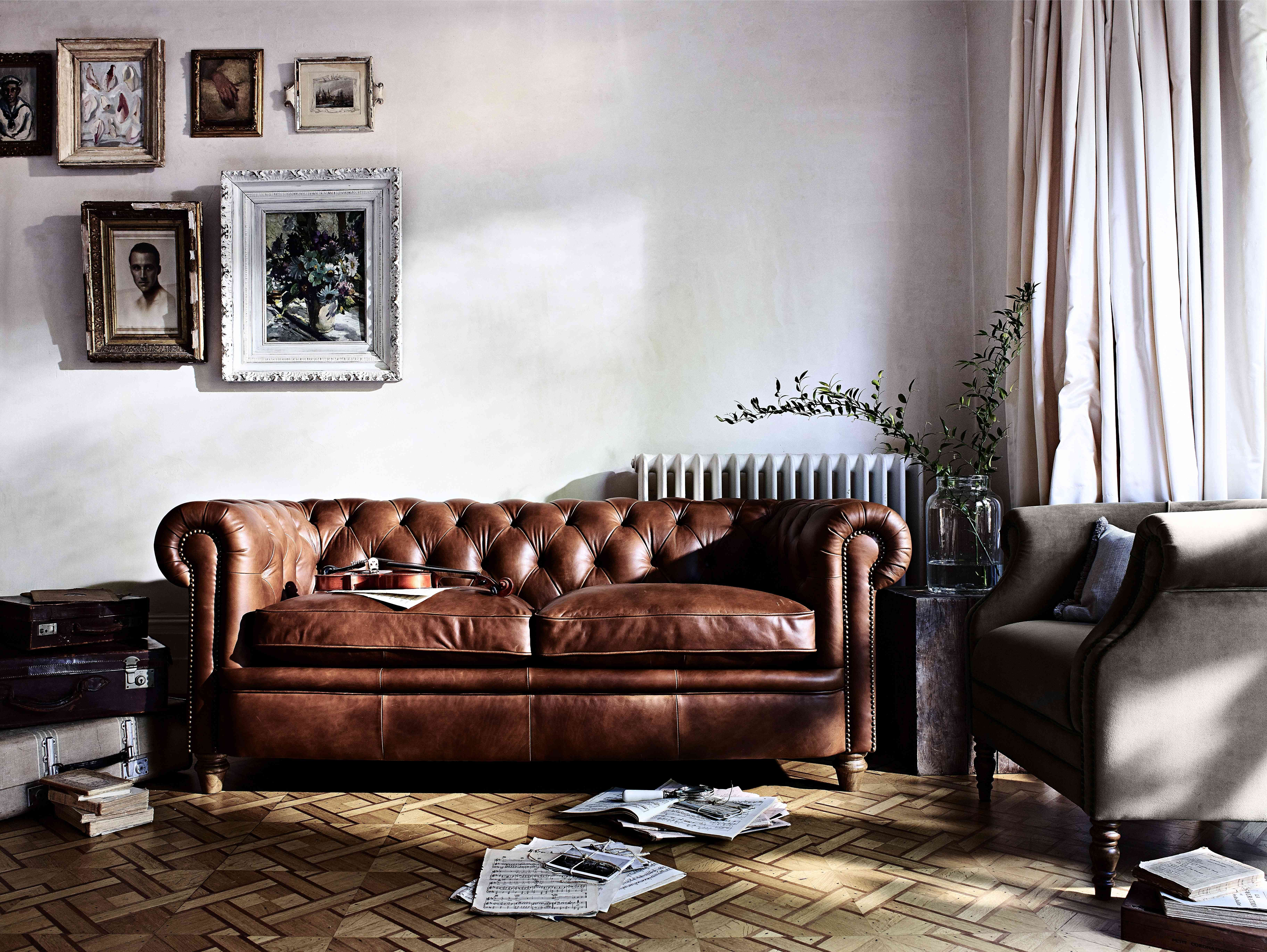 Pinkaylene Marisol On Валентин  Pinterest  Chesterfield Cool Brown Sofas In Living Rooms Design Ideas