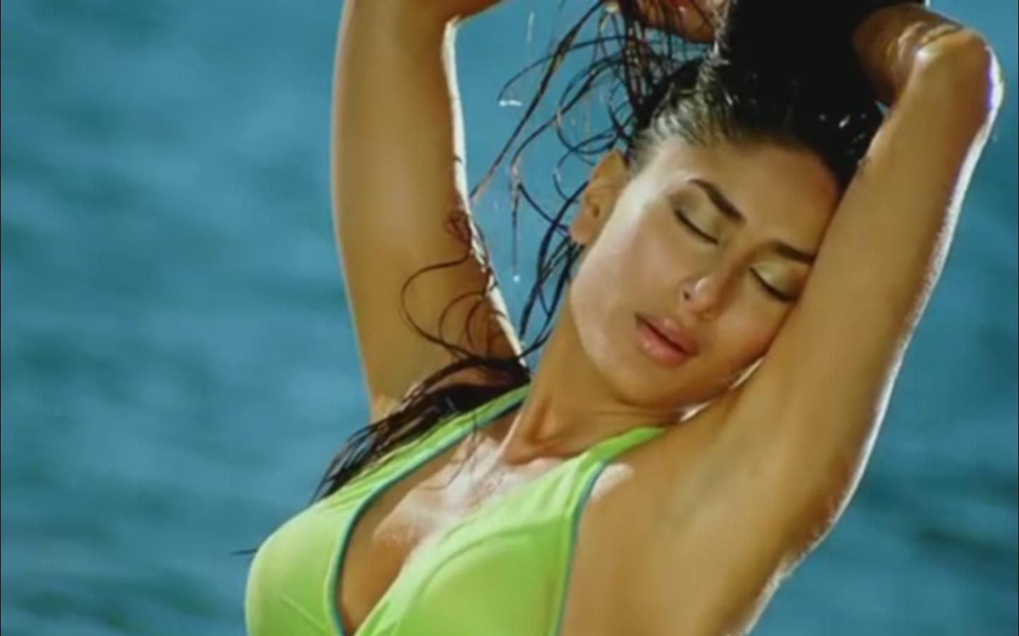 Make kareena kapoor bikini caps girl amazing