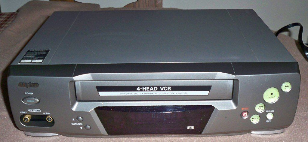 Sanyo Vwm-380 4 Head VHS VCR Video Cassette Recorder Player with Universal Shuttle Remote Control