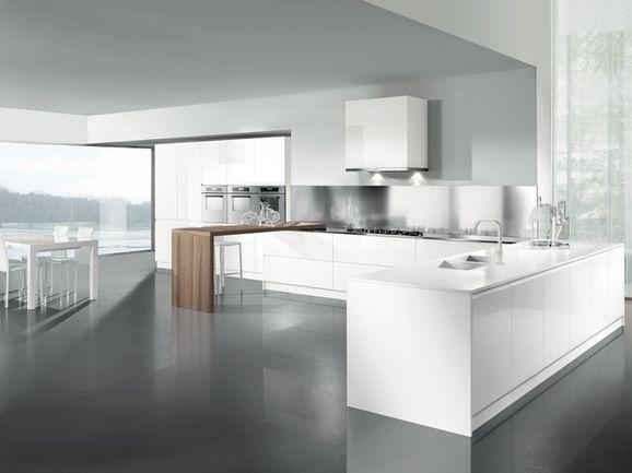 Cucina angolare con penisola colonne e pensili bianchi e - Cucina particolare ...