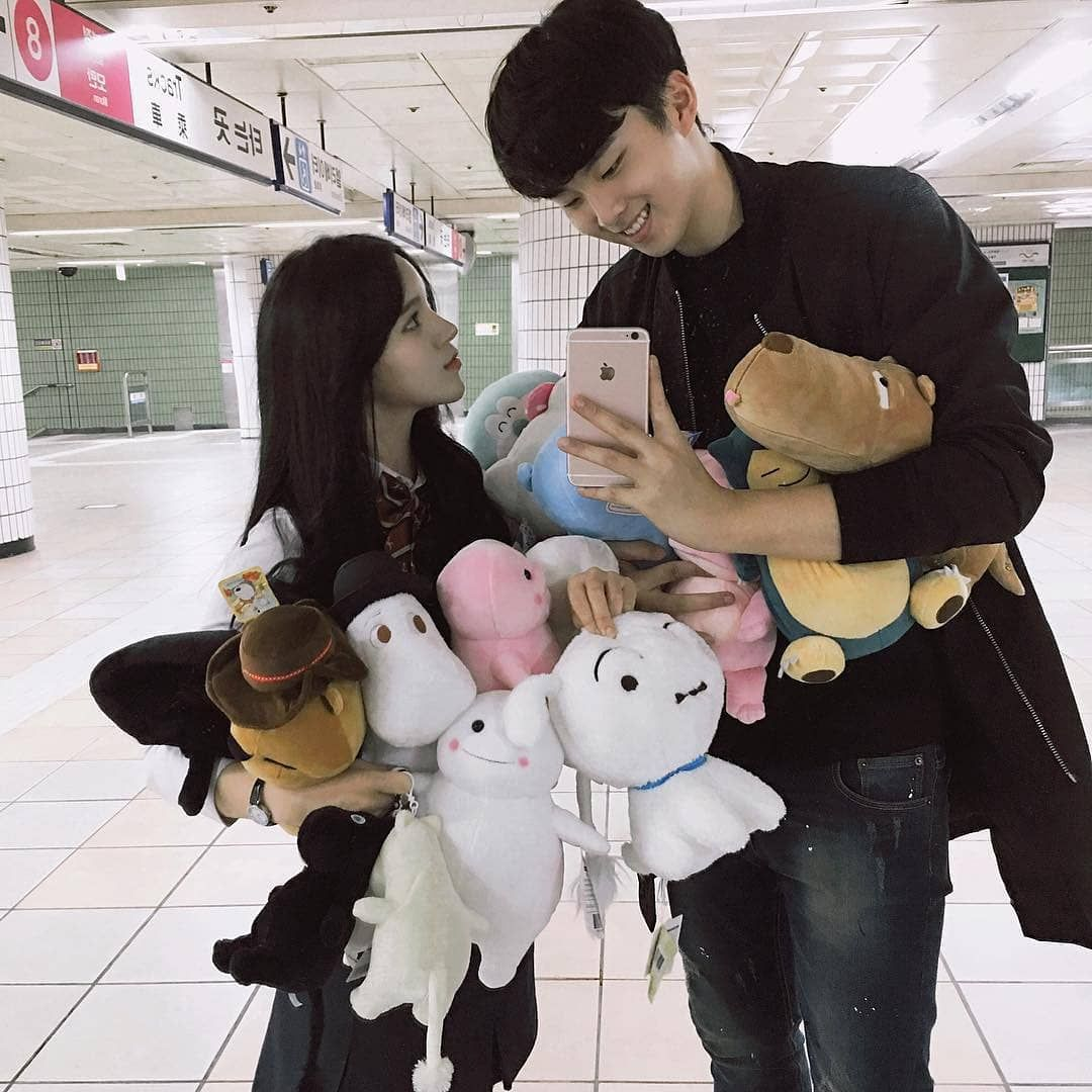 "korean video couple on Instagram: ""# ulzzang # ulzzangcouple # ulzzangselfie # southkorea # makeuptutorial # ulzzang #ulzzangboy …"